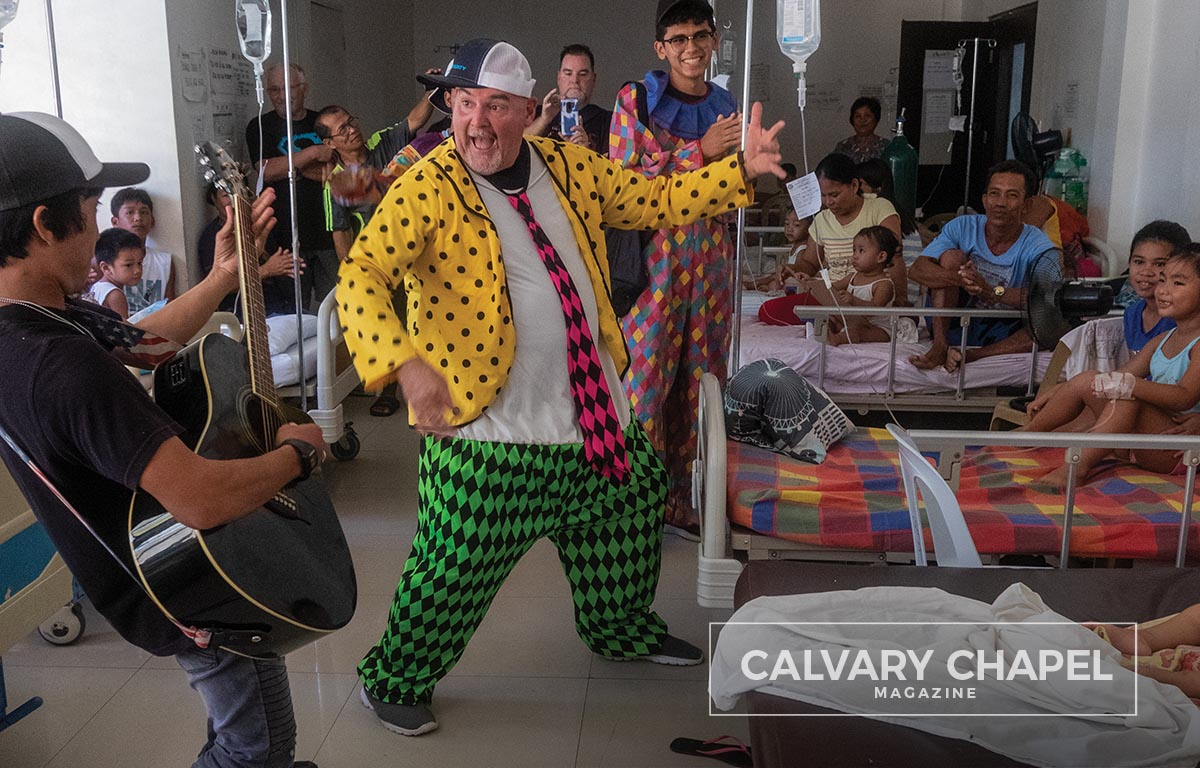 Clown entertains kids in hospital