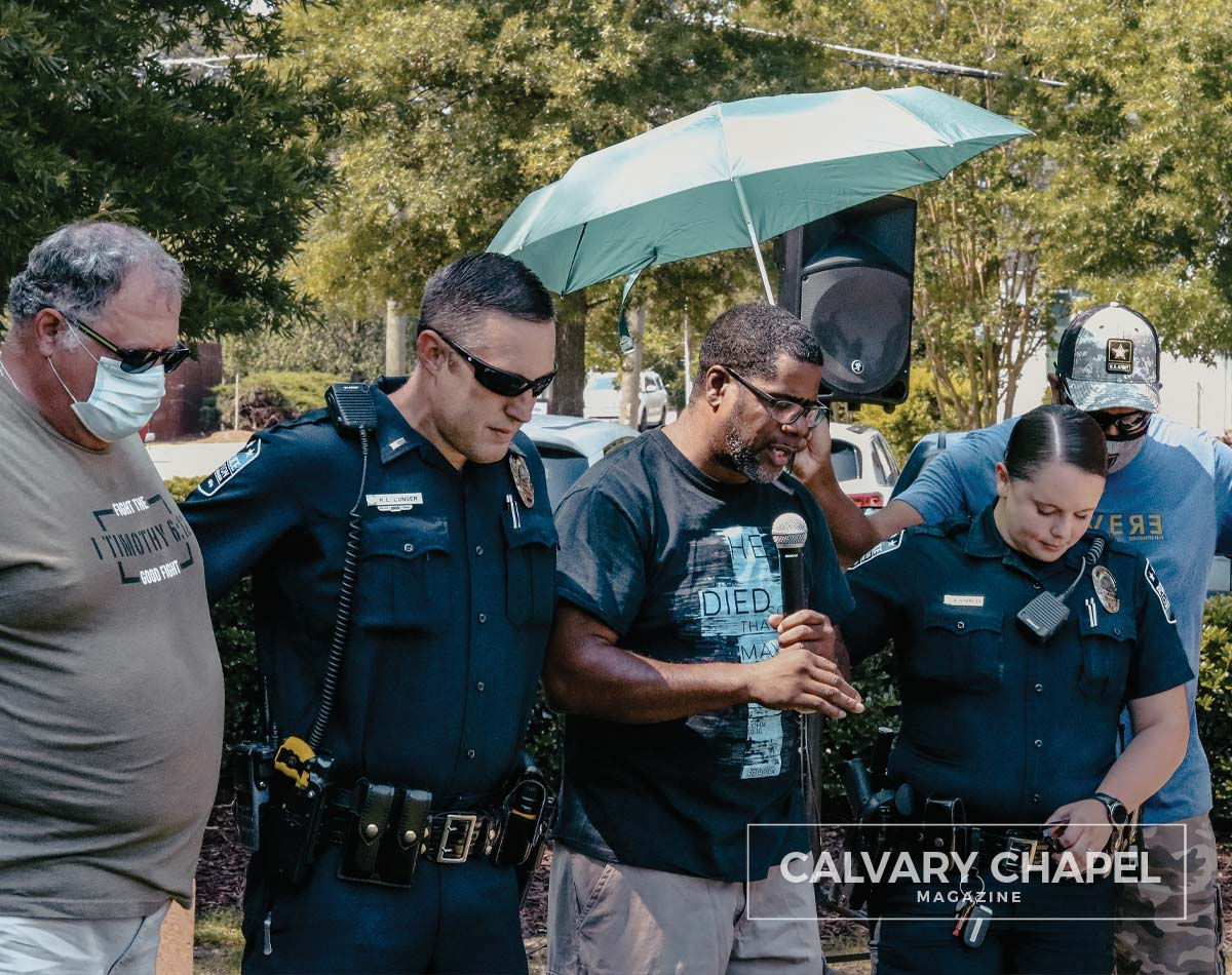 Kevin Edwards praying with police